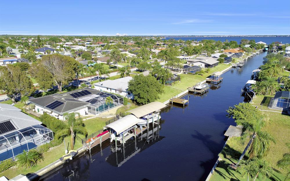 2004 Cornwallis Pkwy, Cape Coral - Home For Sale 795821574