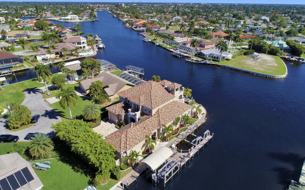 101 SW 54th Ter - Cape Coral - Luxury Home For Sale 2026191403