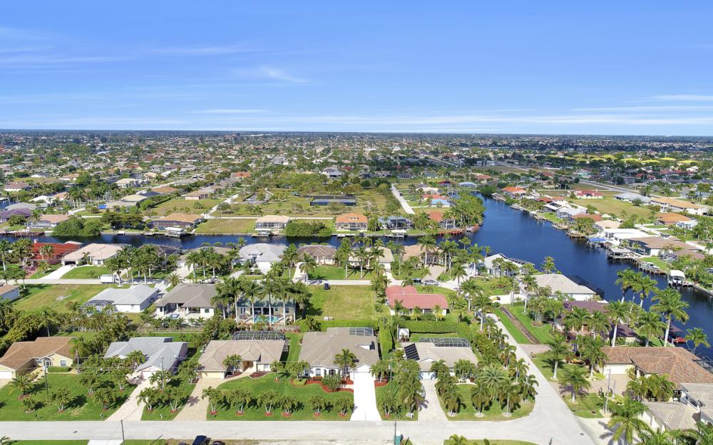 1709 SW 54th Ln, Cape Coral - Home For Sale 2037490263