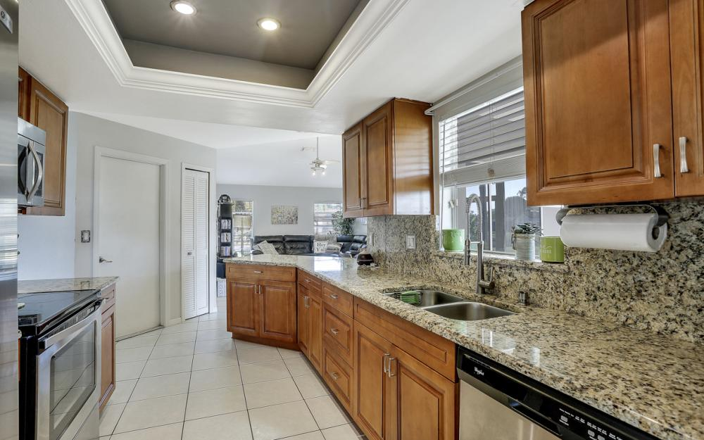 19541 Oak Forest Dr, Fort Myers - Home For Sale 598434999
