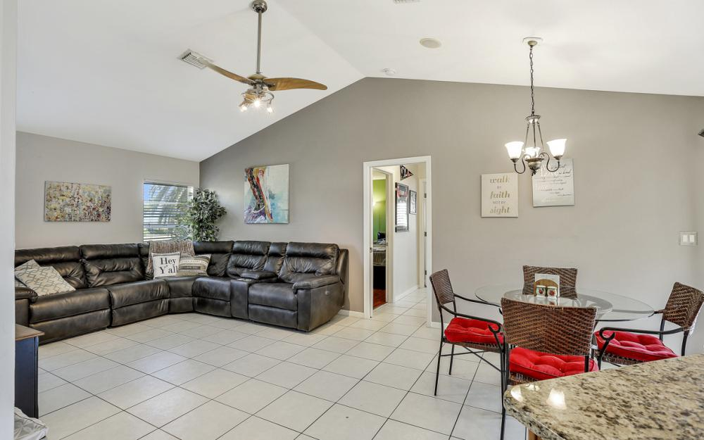 19541 Oak Forest Dr, Fort Myers - Home For Sale 146255353