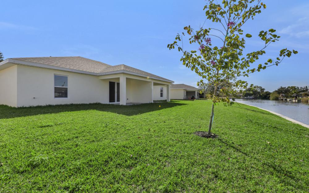 519 - 521 SE 4th Ter, Cape Coral - Home For Sale 768568826