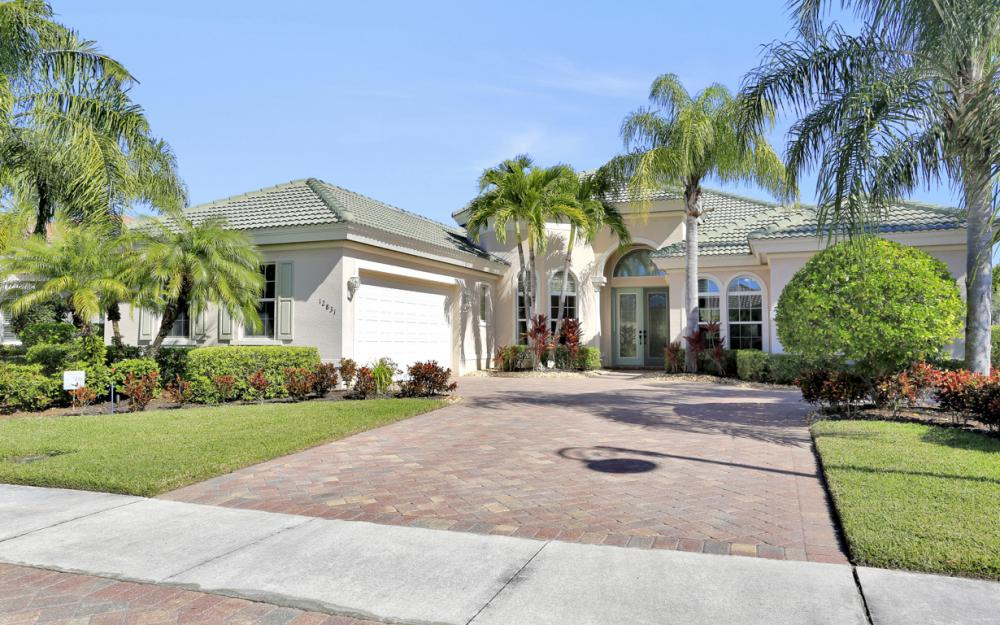 12831 Kingsmill Way, Fort Myers - Home For Sale 214186598