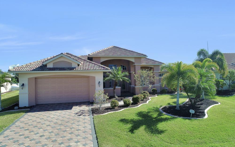 2207 SE 20th Pl, Cape Coral - Home For Sale 452999957