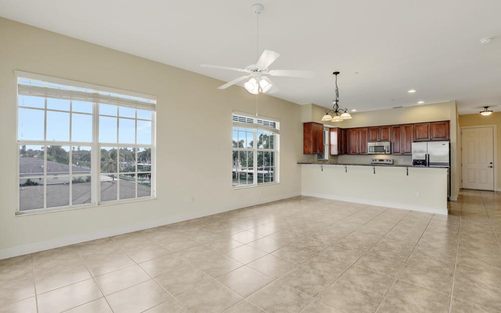 1713 Beach Pkwy #303, Cape Coral - Condo For Sale 941800260