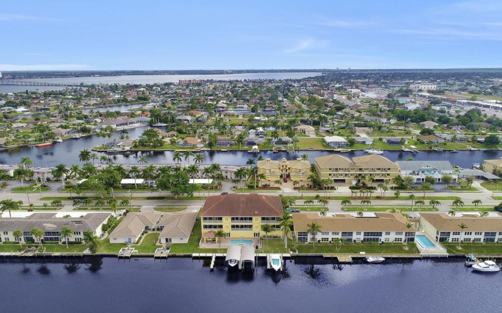 1713 Beach Pkwy #303, Cape Coral - Condo For Sale 788708839