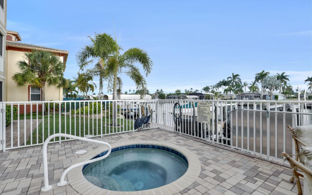 1640 Beach Pkwy #301, Cape Coral - Condo For Sale 332590256