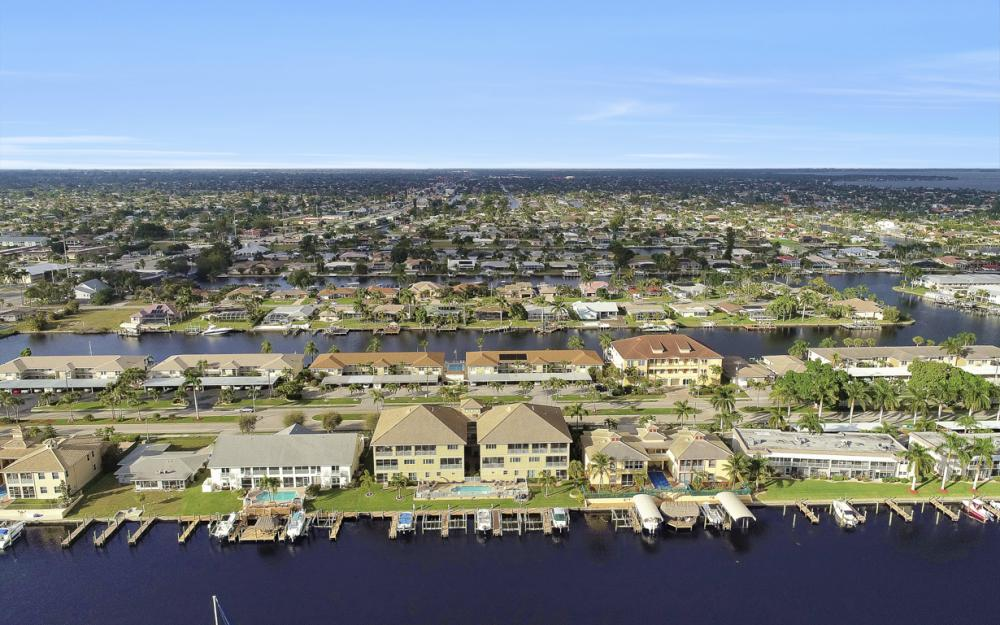 1640 Beach Pkwy #301, Cape Coral - Condo For Sale 1032792541