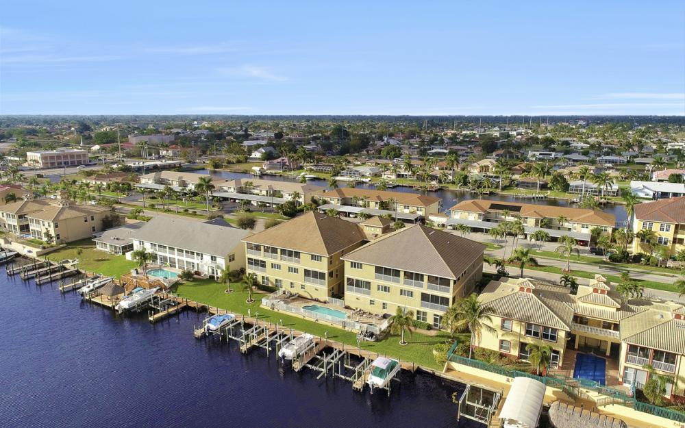 1640 Beach Pkwy #301, Cape Coral - Condo For Sale 663337612