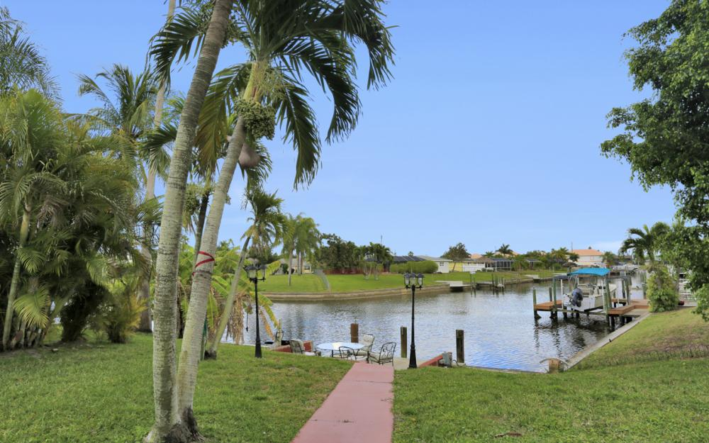 4025 Country Club Blvd, Cape Coral - Home For Sale 554571220
