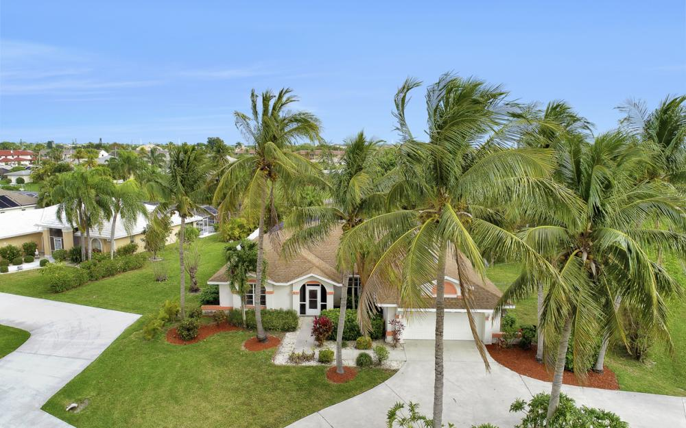 4025 Country Club Blvd, Cape Coral - Home For Sale 640091854