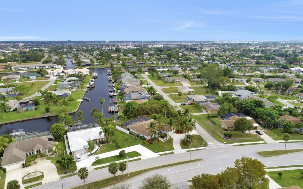 4025 Country Club Blvd, Cape Coral - Home For Sale 983335995