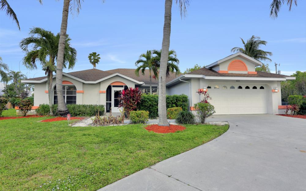 4025 Country Club Blvd, Cape Coral - Home For Sale 404871659