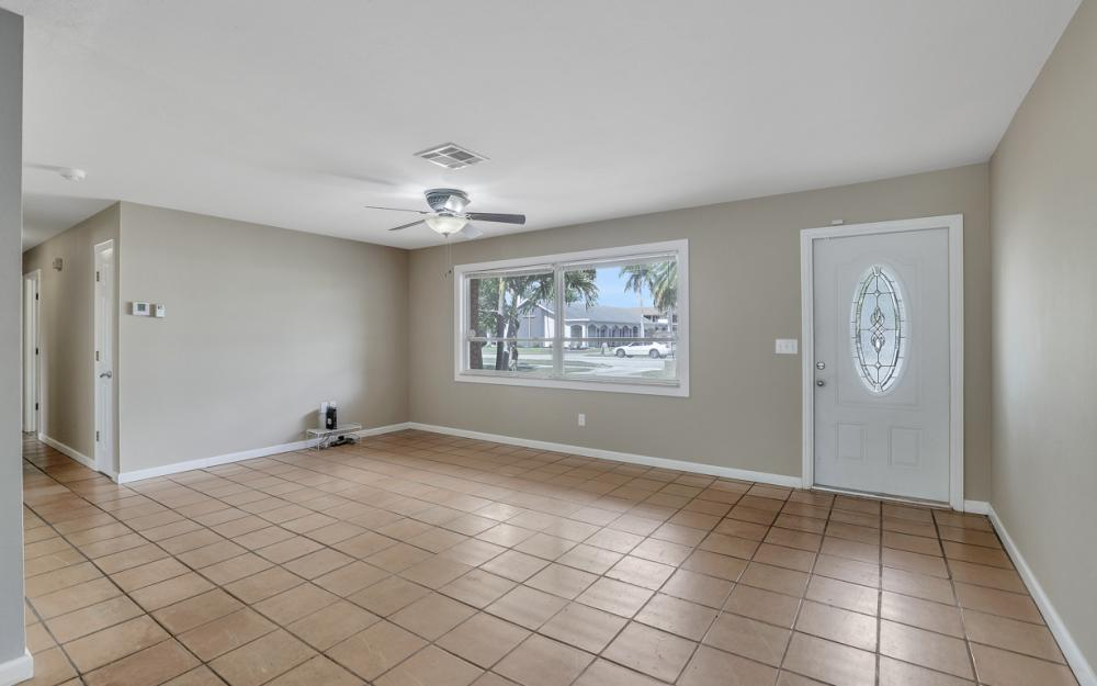 2142 Crystal Dr, Fort Myers - Home For Sale 671641094