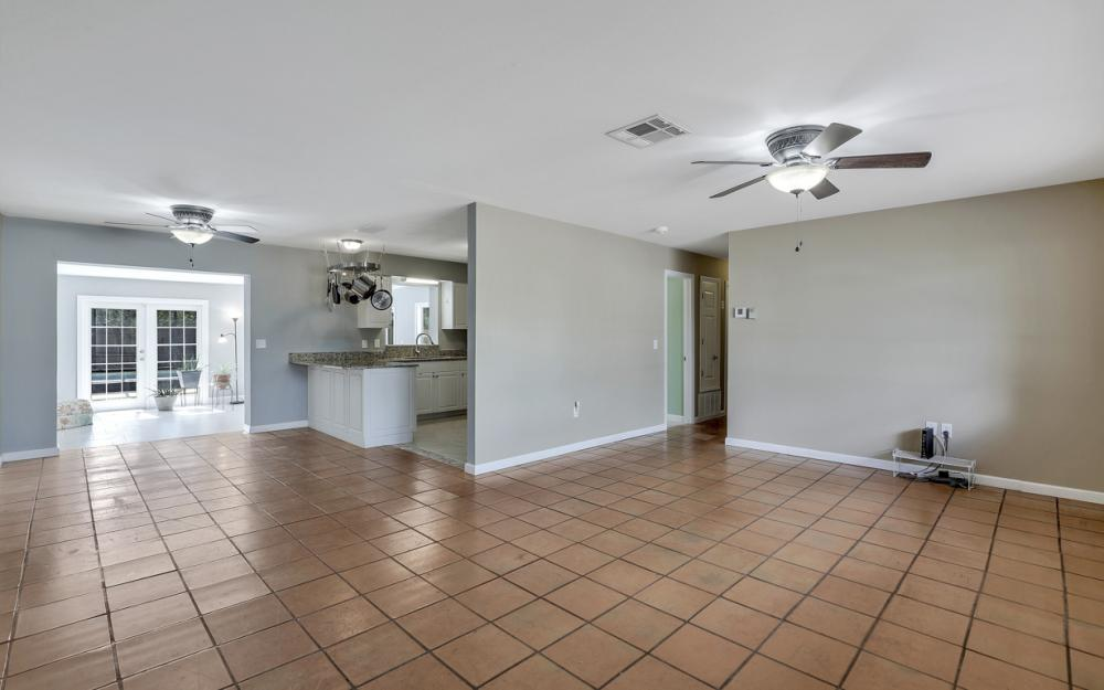 2142 Crystal Dr, Fort Myers - Home For Sale 340392721