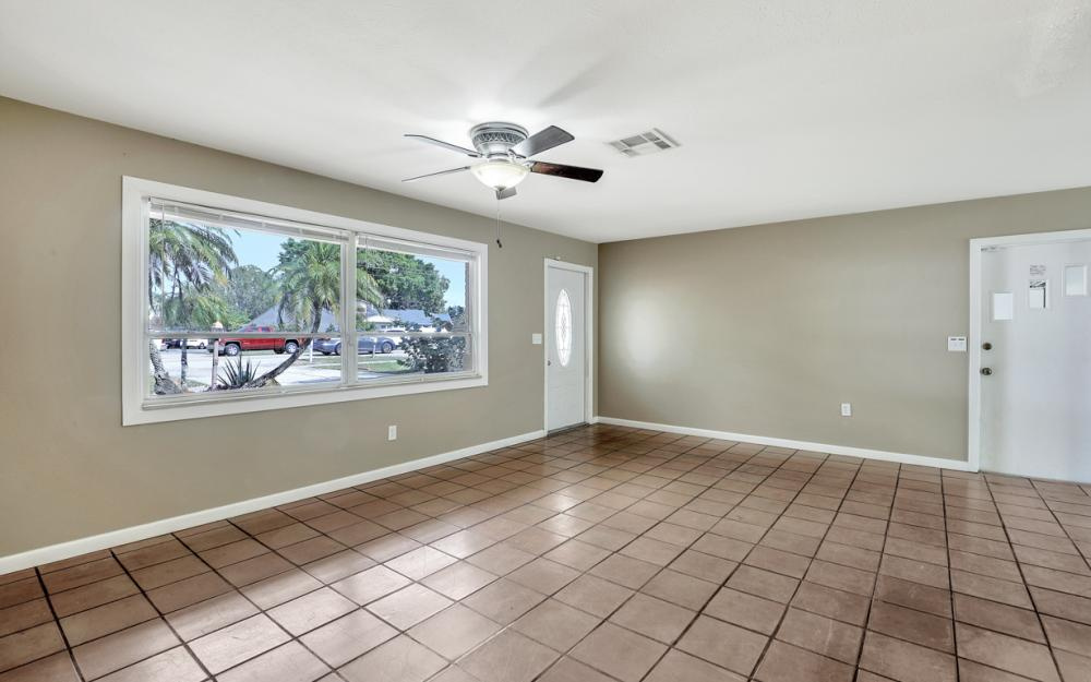 2142 Crystal Dr, Fort Myers - Home For Sale 832307053