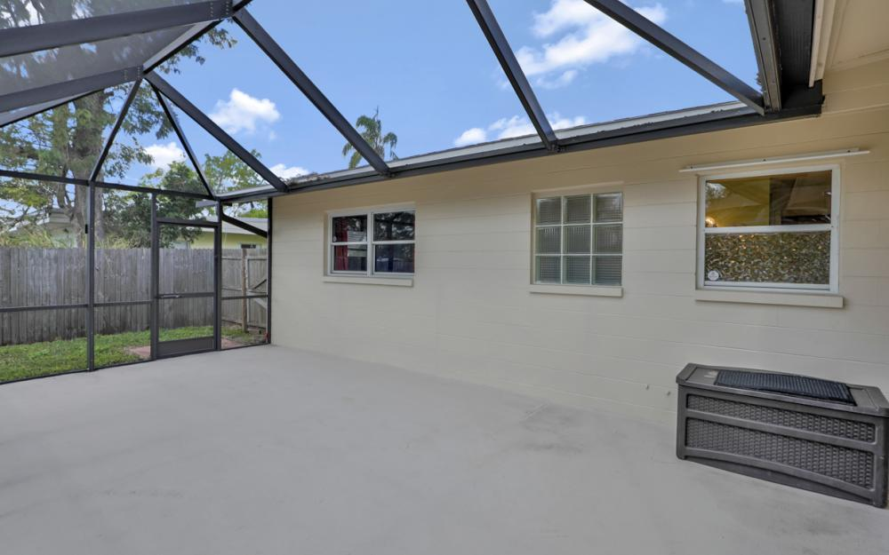 2142 Crystal Dr, Fort Myers - Home For Sale 1971207337