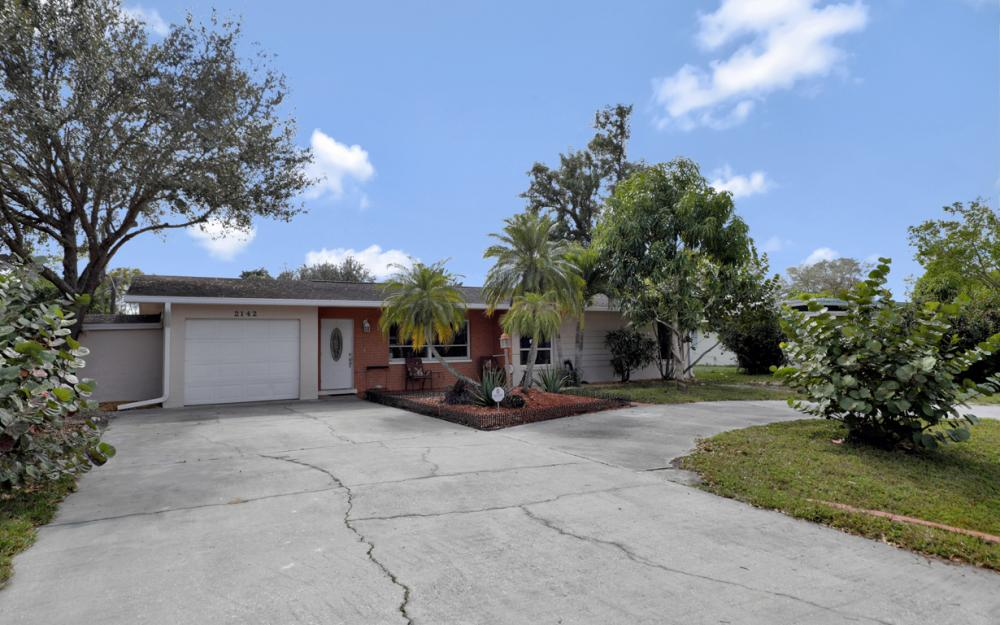 2142 Crystal Dr, Fort Myers - Home For Sale 726333118