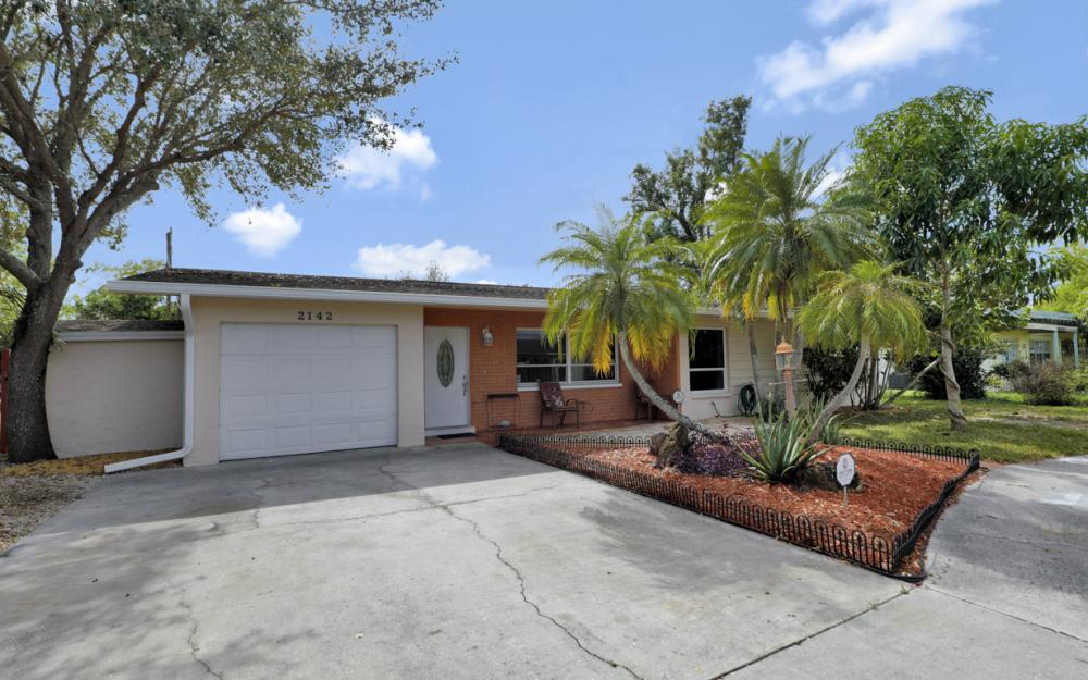 2142 Crystal Dr, Fort Myers - Home For Sale 1759270396