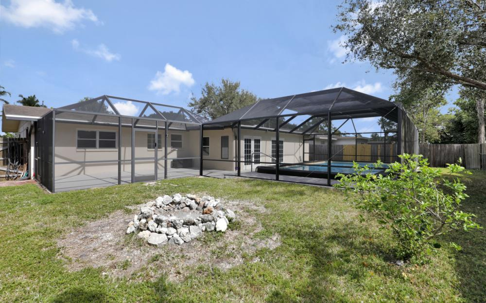 2142 Crystal Dr, Fort Myers - Home For Sale 512786034