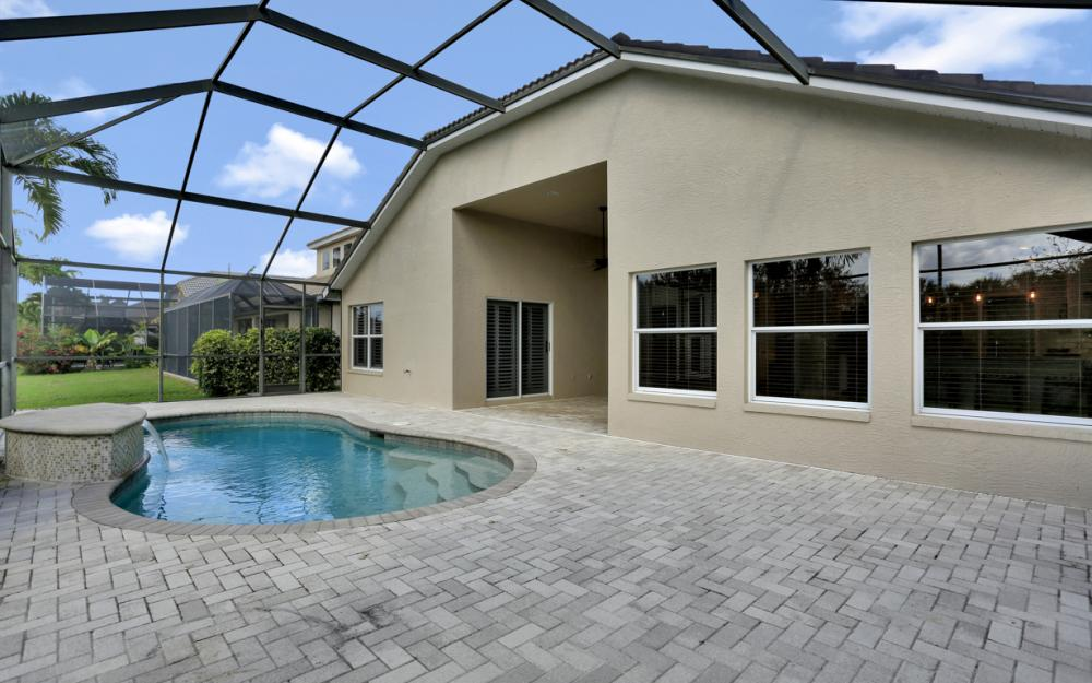 6753 Southern Oak Ct, Naples - Home For Sale 2014958804