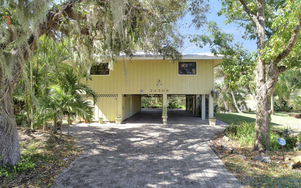 24509 Dolphin St, Bonita Springs - Home For Sale 945298829