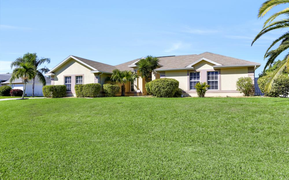 2011 SW 28th Ln Cape Coral - Home For Sale 52885937