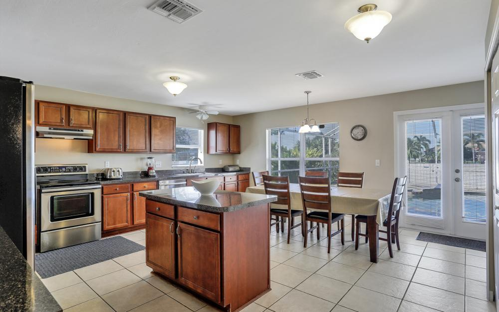 2011 SW 28th Ln Cape Coral - Home For Sale 684147345