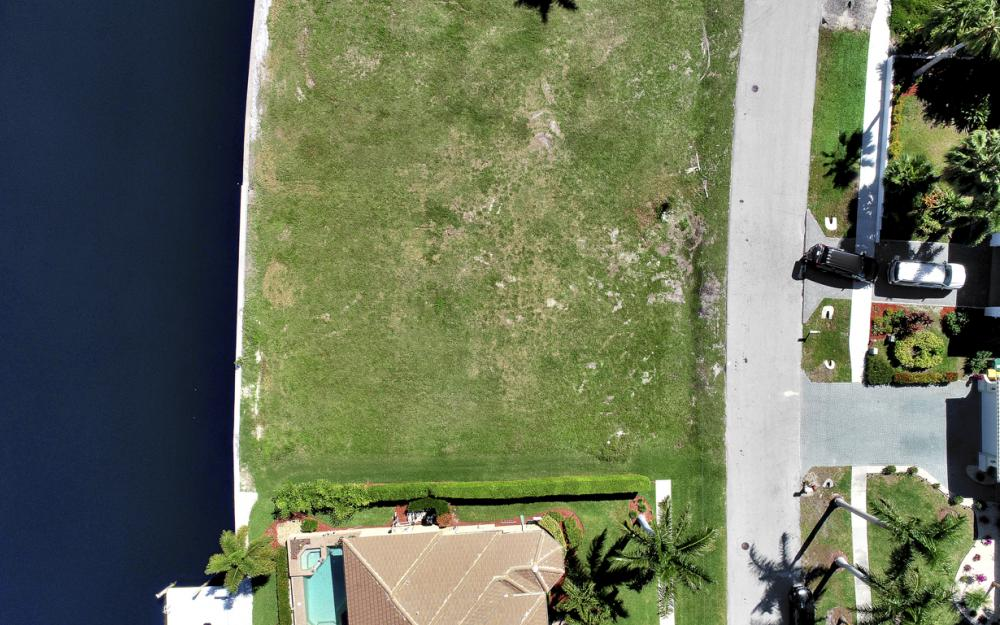 223 Seahorse Ct, Marco Island - Lot For Sale 1120178782