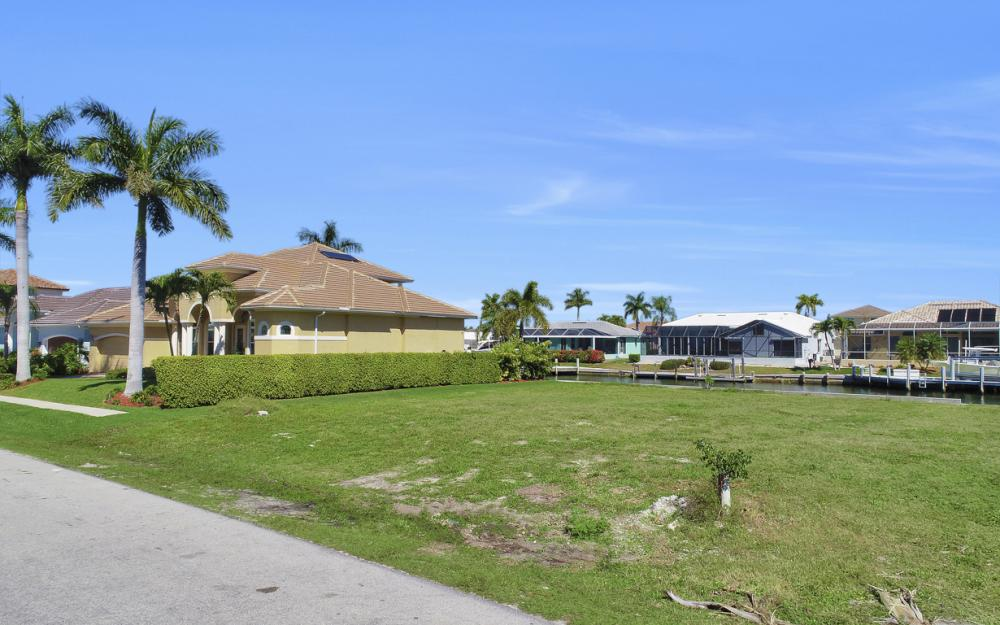 223 Seahorse Ct, Marco Island - Lot For Sale 68845409