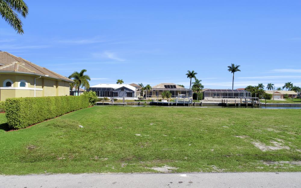 223 Seahorse Ct, Marco Island - Lot For Sale 517641145