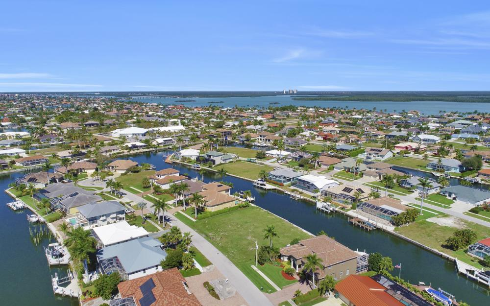 223 Seahorse Ct, Marco Island - Lot For Sale 2102303182