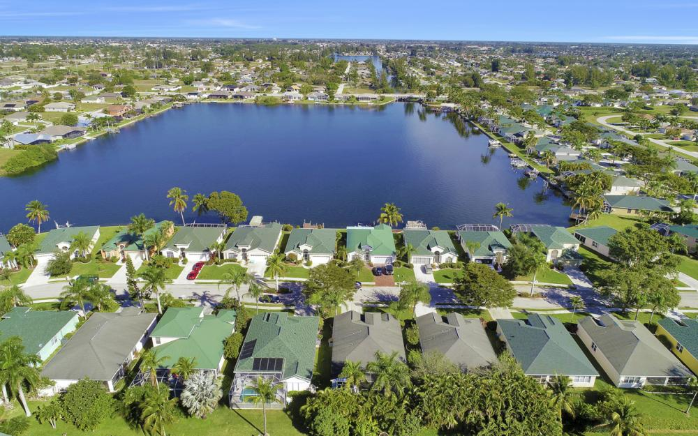 1737 Emerald Cove Cir, Cape Coral - Home For Sale 15155469