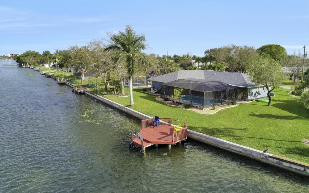 1019 SE 4th St Cape Coral - Home For Sale 505928706