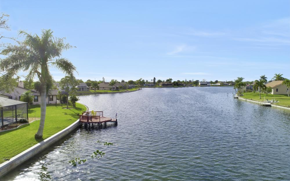 1019 SE 4th St Cape Coral - Home For Sale 514844796
