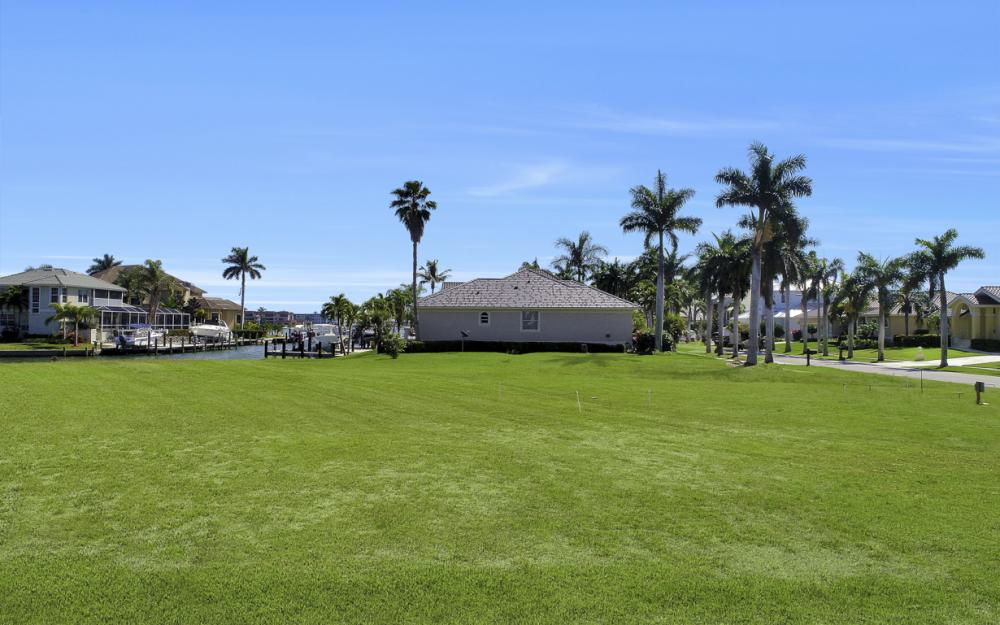 700 Rockport Ct, Marco Island - Lot For Sale 956164769