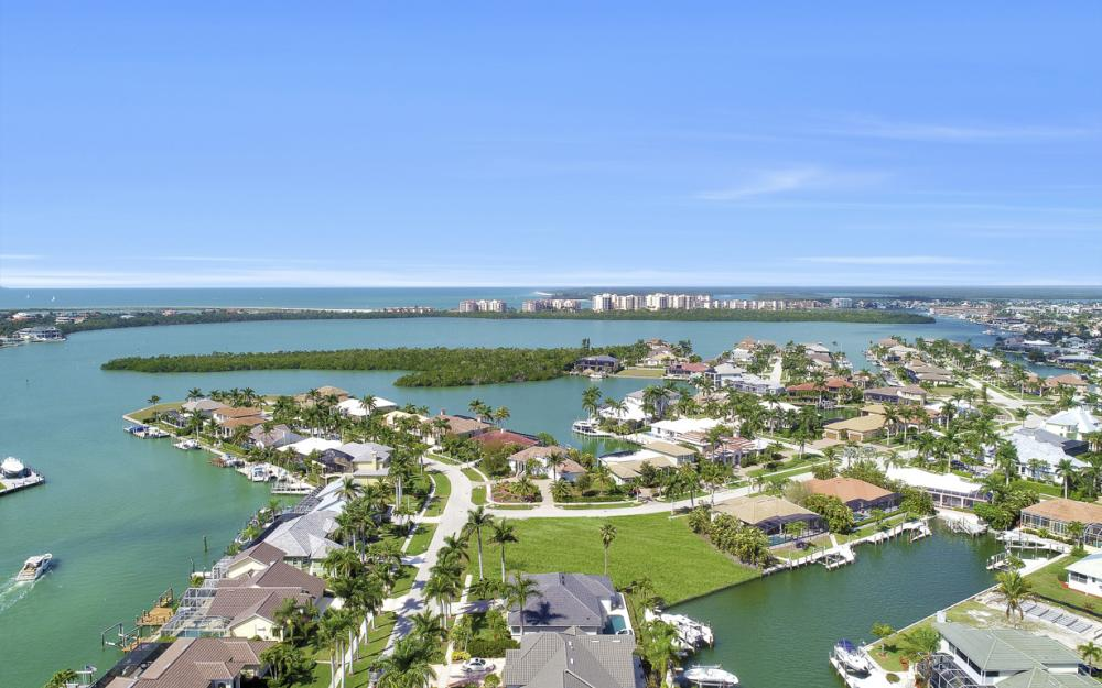 700 Rockport Ct, Marco Island - Lot For Sale 275601257