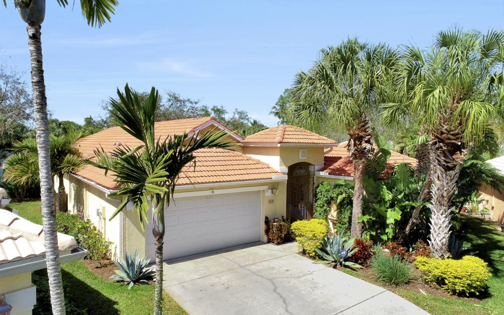 1515 Whispering Oaks Cir, Naples - Home For Sale 168642388