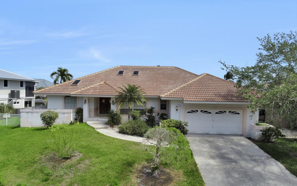 625 Spinnaker Dr, Marco Island - Home For Sale 481336029