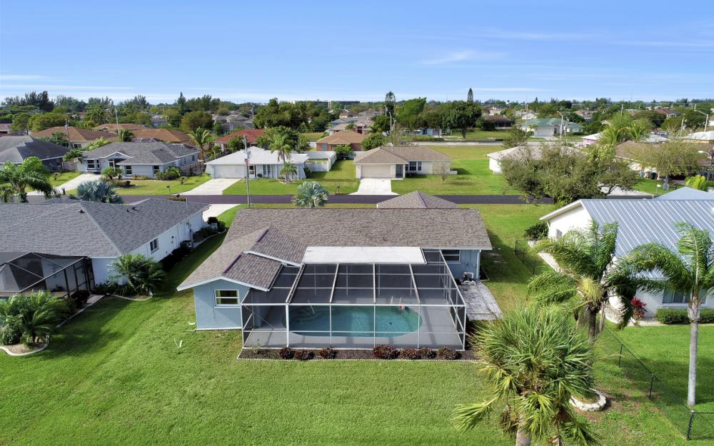 307 SE 10th Terrace, Cape Coral - Home For Sale 1962428346