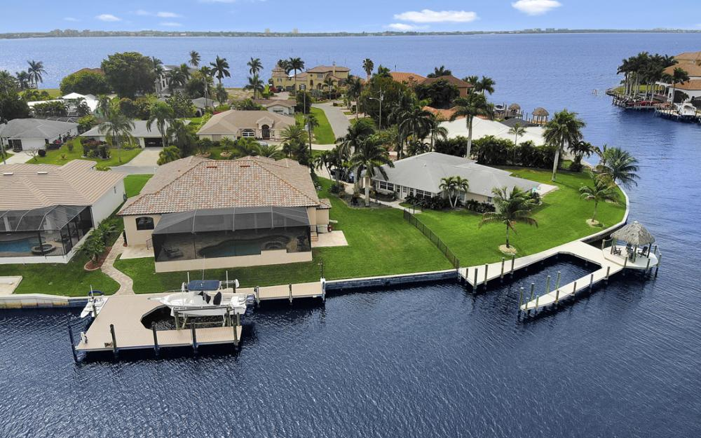 405 Coral Dr, Cape Coral - Home For Sale 634121283