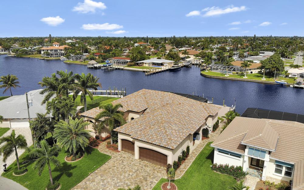 405 Coral Dr, Cape Coral - Home For Sale 1705063221