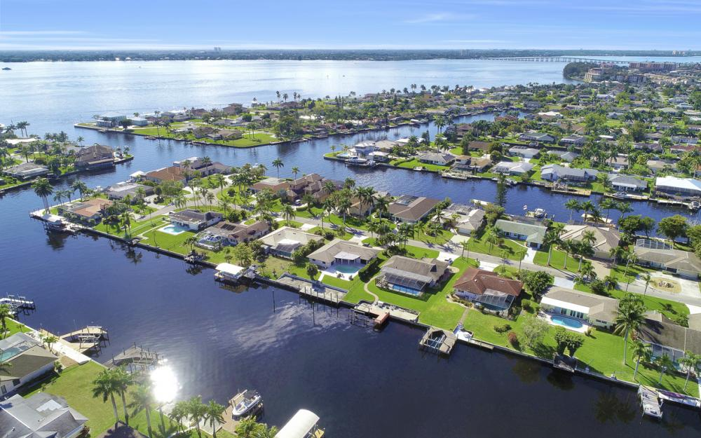 1933 SE 36th St, Cape Coral - Home For Sale 1669854994