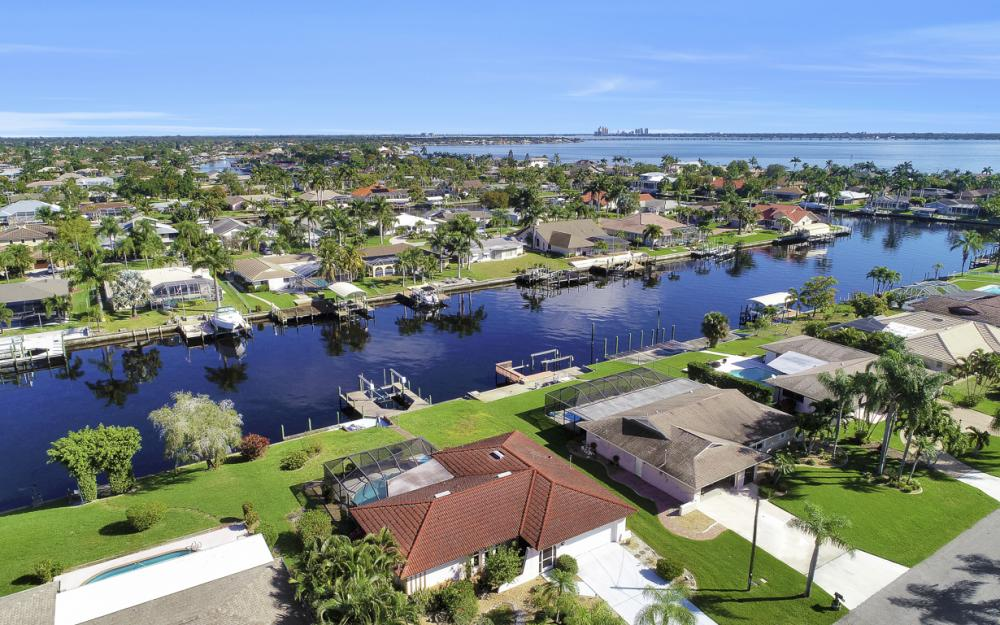 1933 SE 36th St, Cape Coral - Home For Sale 560926323