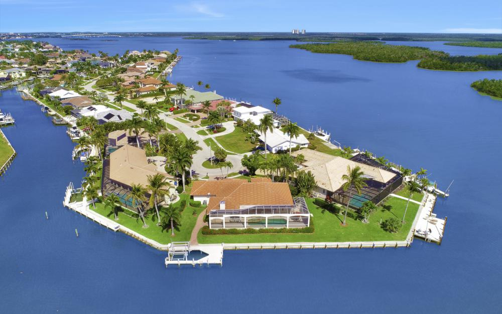 124 Stillwater Ct, Marco Island - Home For Sale 802270827