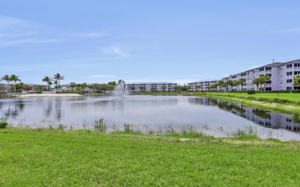 16645 Lake Circle Dr #725, Fort Myers - Condo For Sale 899440091