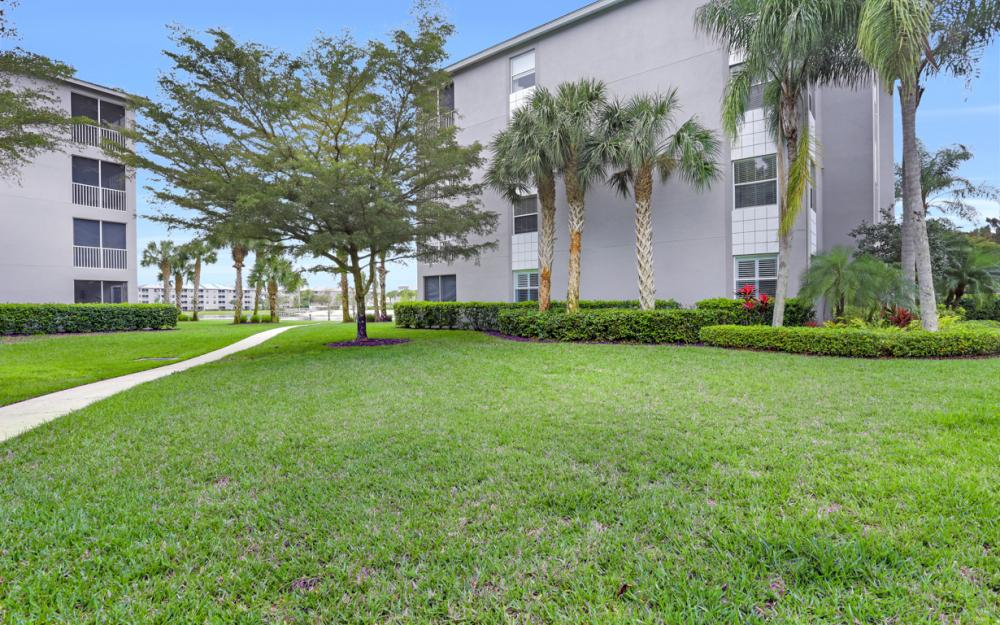 16645 Lake Circle Dr #725, Fort Myers - Condo For Sale 938199748