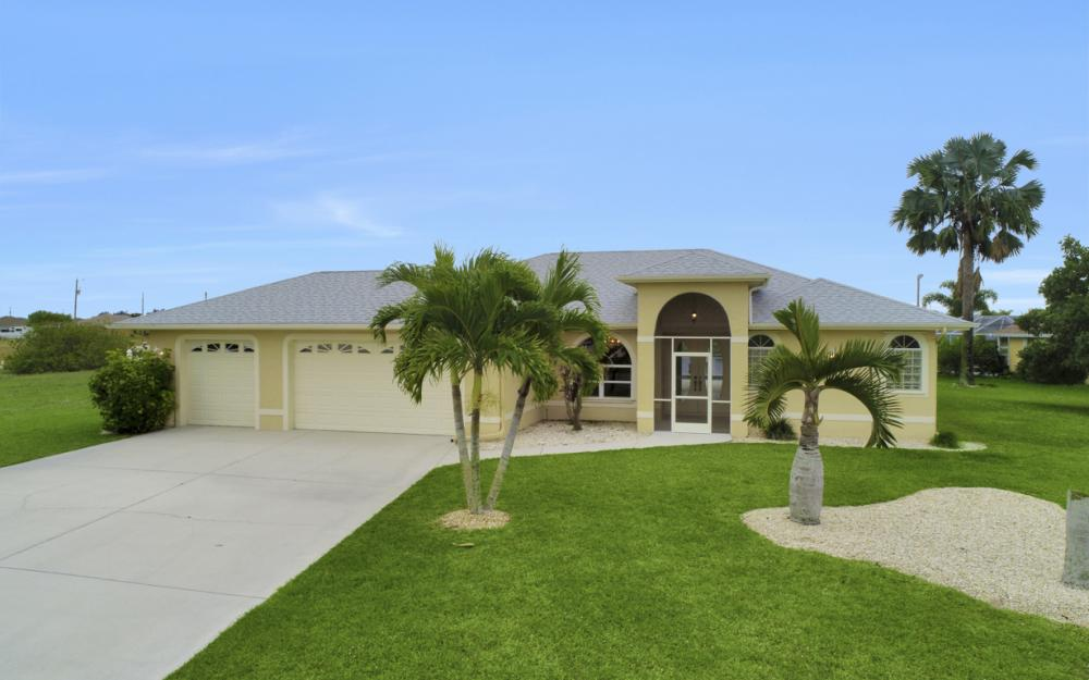 527 NW 35th Pl, Cape Coral - Home For Sale 812701070
