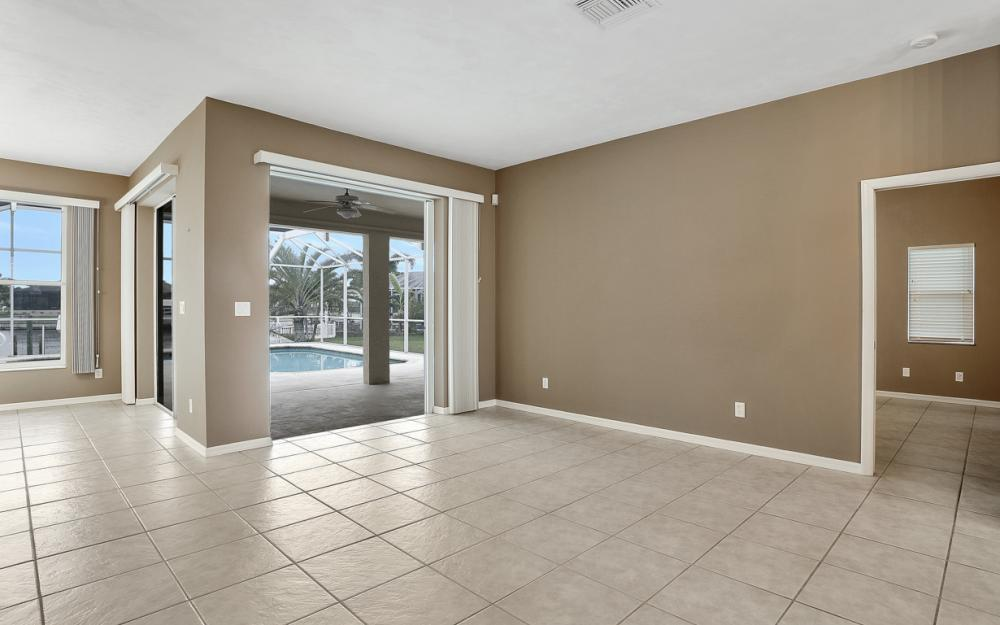 527 NW 35th Pl, Cape Coral - Home For Sale 1022721338