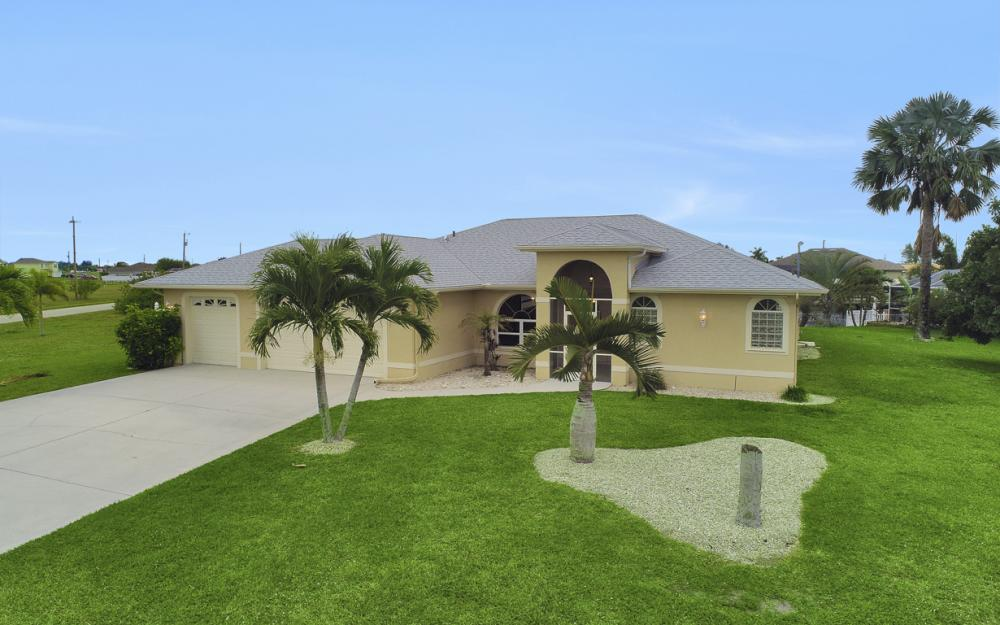 527 NW 35th Pl, Cape Coral - Home For Sale 1269146715